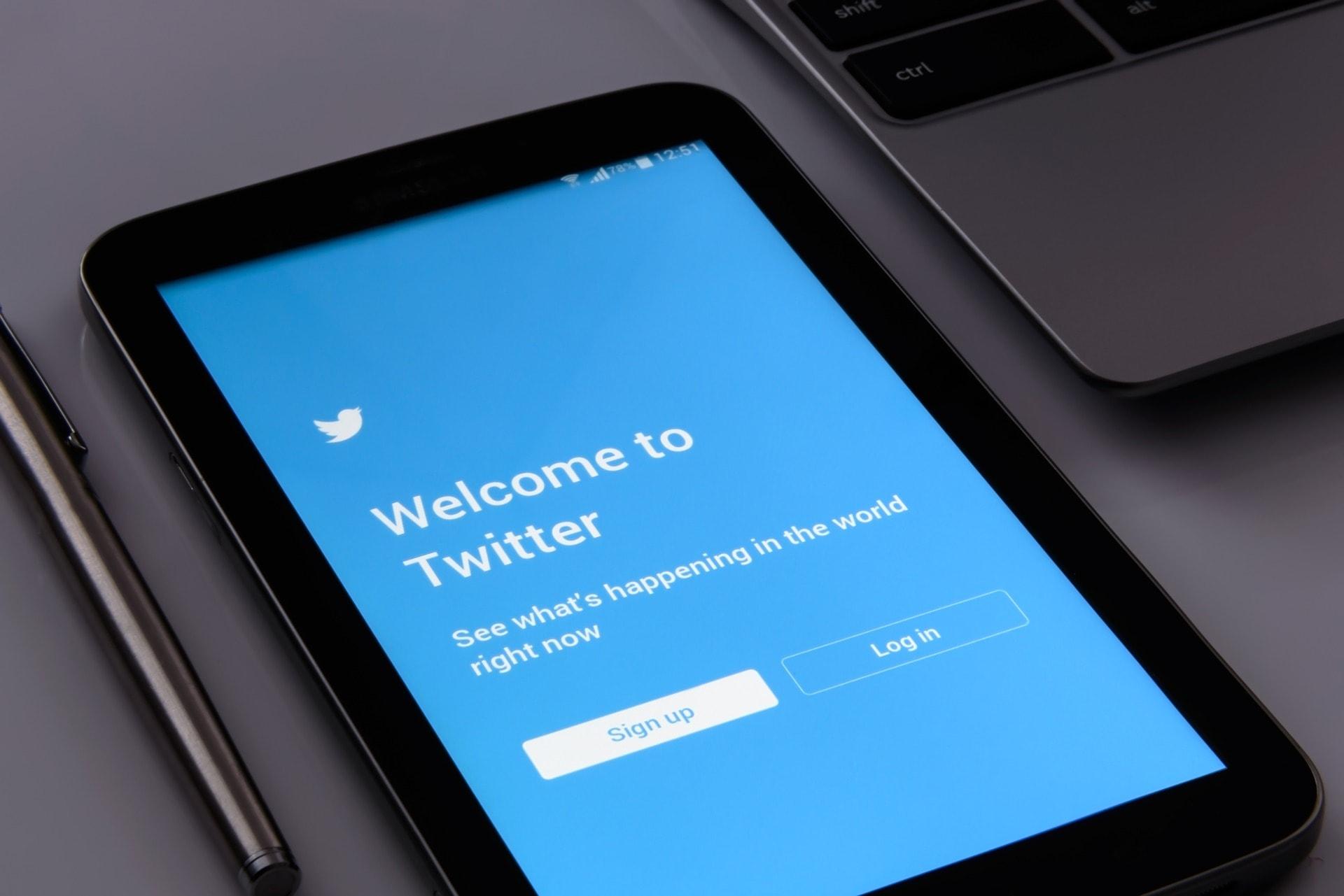 twitter sosyal medya hesabı yoneterek para kazanma