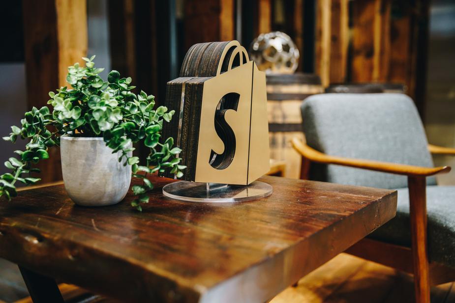 Shopify E-ticaret Sitesi Nasıl Türkçeleştirilir?